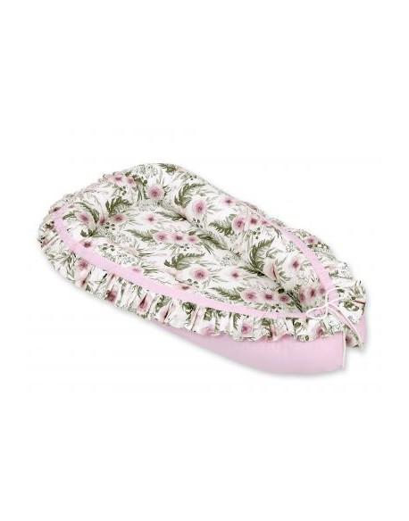 Kokon/kojec niemowlęcy z falbanką - peonie różowe/różowy