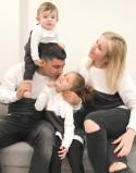 Zestaw bluz biało-grafitowych dla rodziny 2+1 PL